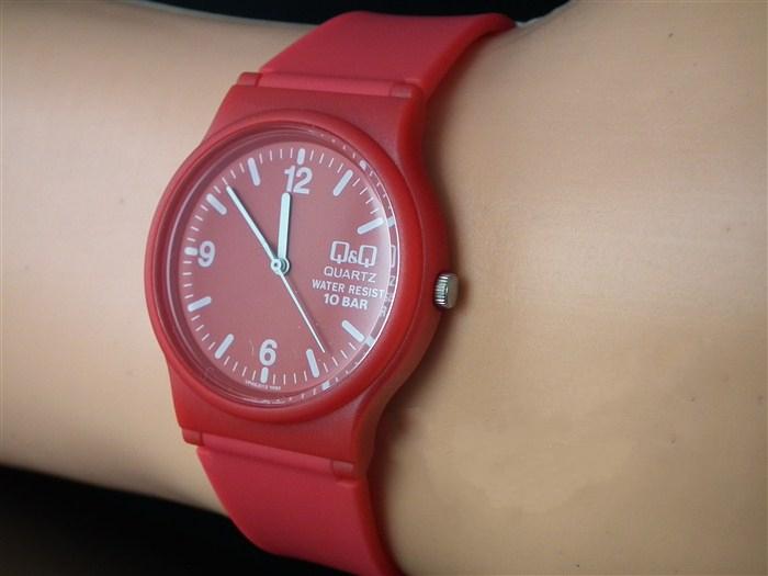 Женские часы q q quartz water